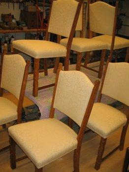 Her i en spændende, ny iklædning. Stolen fortjener andet end almuestribet.